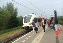 Reizigers op station Arkel